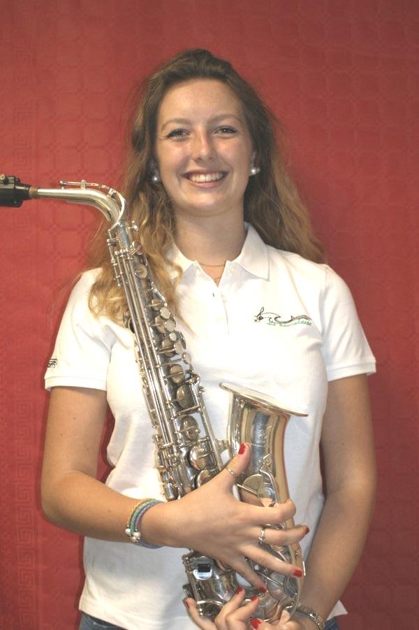 Laura saxophone alto musicienne fanfare la-boucalaise harmonie